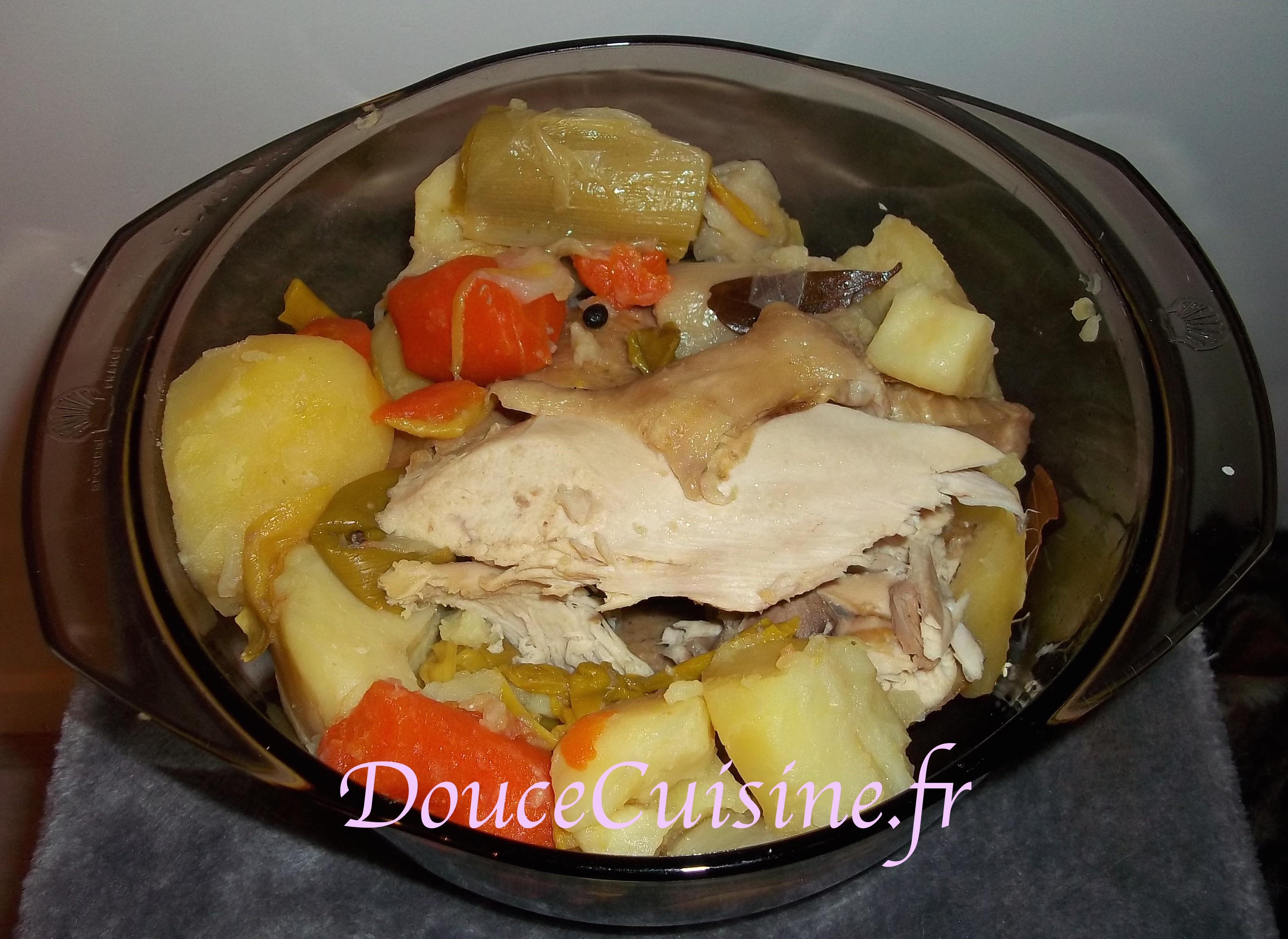 Poule au pot et sa sauce blanche douce cuisine - Cuisine poule au pot ...
