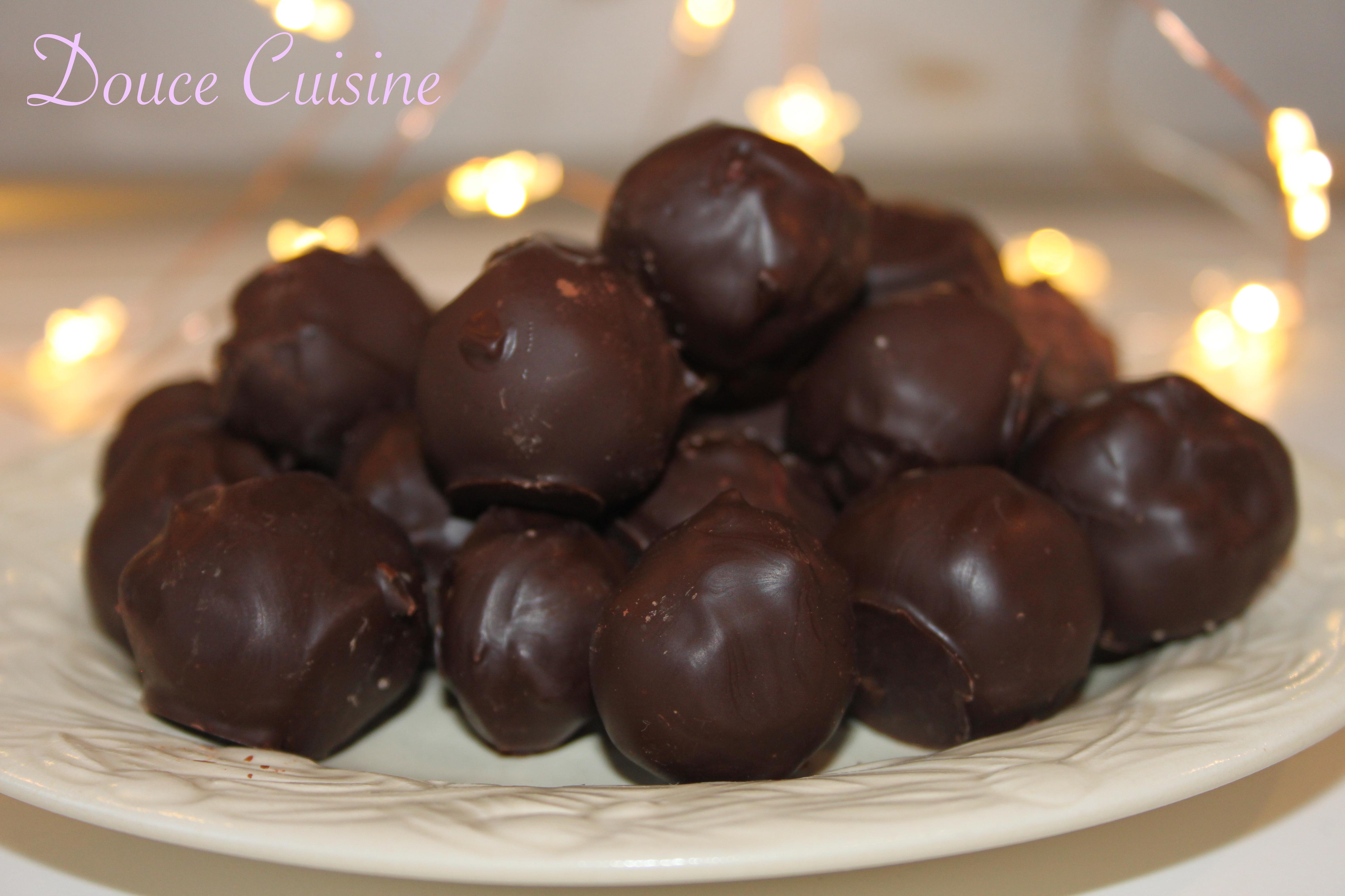 truffes au chocolat noir menthe intense douce cuisine. Black Bedroom Furniture Sets. Home Design Ideas